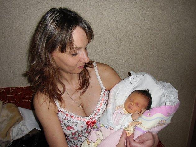 Laura Vavřinová se narodila 25. března v Čáslavi. Vážila 3040 gramů a měřila 47 centimetrů. Doma v Útěšenovicích ji přivítali maminka Monika, tatínek Radek a bratři.