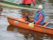 Retro plavby z Horky nad Sázavou do Zruče se zúčastnily desítky vodáků