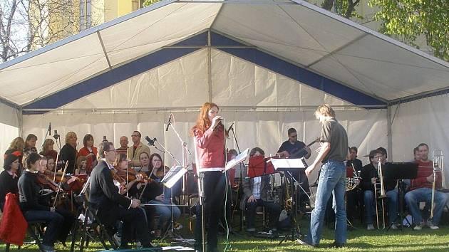 Symfonický orchestr Kokosy.