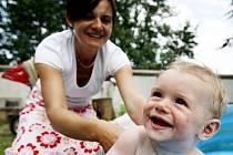 Mateřskou lze spojit s docházením do zaměstnání.