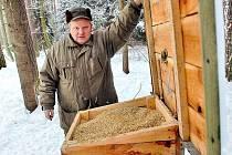 Přikrmování spárkaté zvěře v honitbě u Makolusk