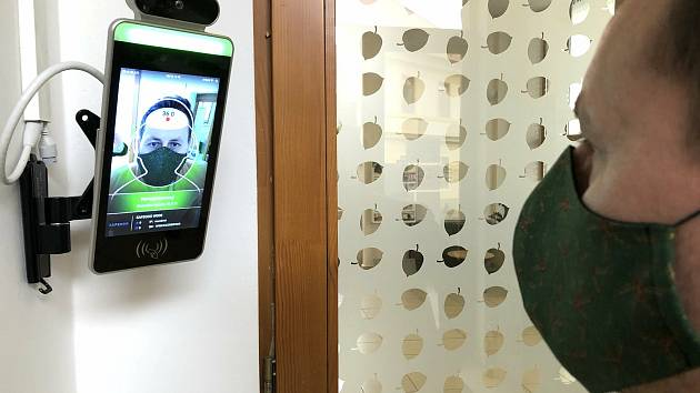 Termokamera u vstupu do Domova Barbora v Kutné Hoře.