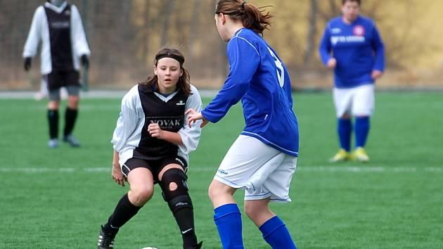 Fotbalová příprava žen: Kutná Hora - Tuklaty 2:0, 26. února 2012.