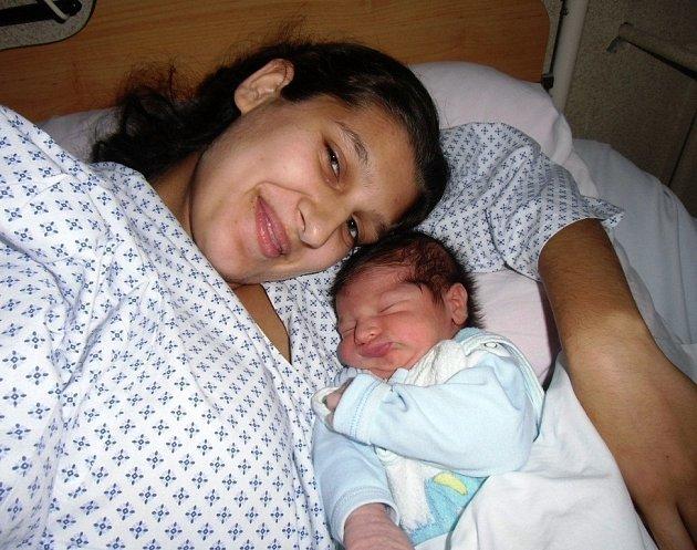 Radek Pešta se narodil 11. listopadu v Čáslavi. Vážil 3450 gramů a měřil 50 centimetrů. Doma v Kutné Hoře ho přivítali maminka Emílie, tatínek Radek a bratr Martin.