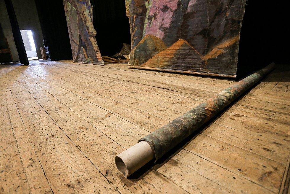 Tylovo divadlo v Kutné Hoře: prkna, která znamenají svět - tedy podlaha velké scény.