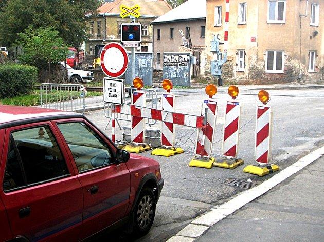 O podobné výjevy není na kutnohorských silnicích nouze. Řidiči se s nimi budou potýkat do konce listopadu.
