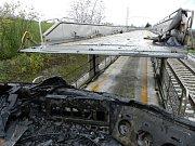 Požár mašiny zastavil celou trať. Naštěstí se nikomu nic nestalo
