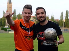 Fotbalista Kutné Hory Vnislav Vodička (vlevo) se svým spoluhráčem Stanislavem Lebedou.