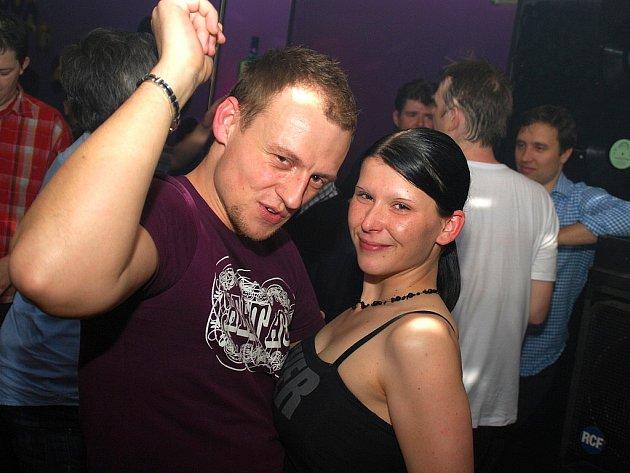 Oldies party DJ Patrika Rokla v klubu Jama v Kutné Hoře. 21. 4. 2012