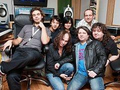 Kutnohorská kapela Nerushit při natáčení alba Nedáš - dostaneš v hudebním studiu ve Velimi.