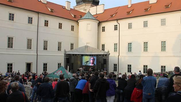 Kulturní léto v GASK uzavřel koncert skupiny Olympic.