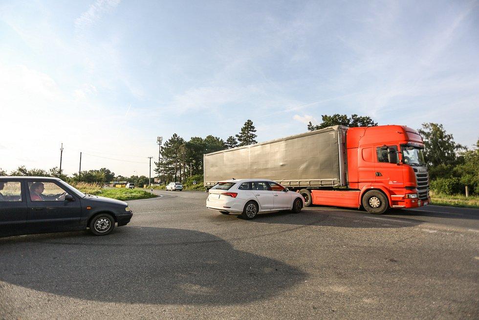 Úsek silnice 1/38 mezi Kaňkem a Hlízovem.