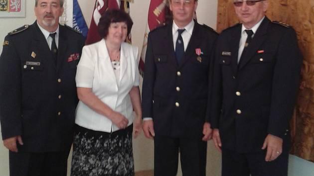 František Vilimovský přebírá medaili za záchranu života