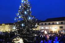 Rozsvícení vánočního stromu na Žižkově náměstí v Čáslavi.