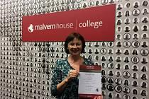 Učitelka Střední zemědělské školy v Čáslavi Vladimíra Uhlířová navštívila jazykovou školu Malvern House London. Absolventi kurzu získali po jeho ukončení certifikát o vykonané zkoušce.