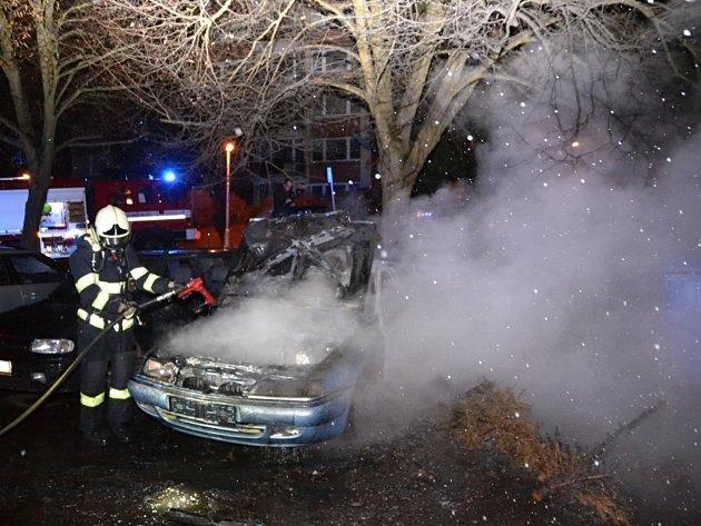 Požár osobního automobilu v ulici Na Jezírku v Liberci.
