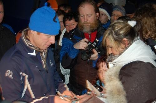 Autogramiáda neslavnějšího světového lyžaře Bjorn Dahlie přilákala na náměstí a stanu Jizerské 50vLiberci stovky jeho obdivovatelů.