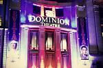 Londýn. Dominion Theater, kde se ještě donedávna hrál muzikál We Will Rock You.