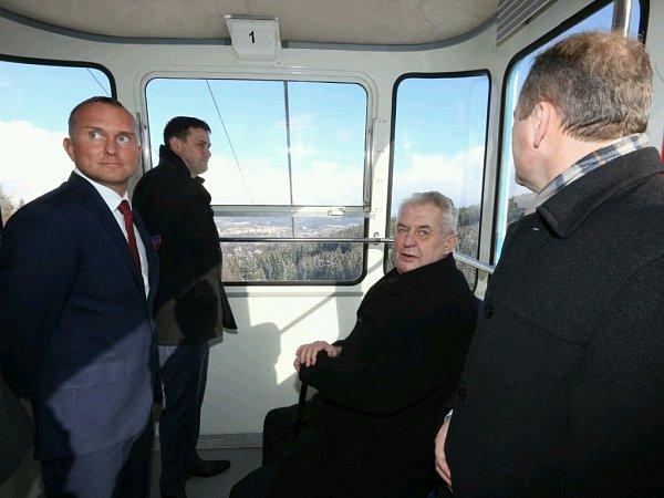 Prezident Miloš Zeman vlanovce na Ještěd.