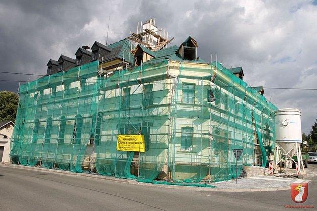 V Osečné probíhá rekonstrukce Hotelu Slunce.