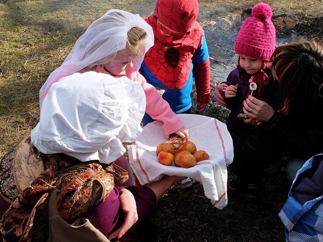 Masopustní veselí bylo v Harcově plné masek, muziky i tradičních dobrot.