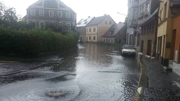 Přívalový déšť zaplavil ve Frýdlantu přízemí a sklepy několika domů.