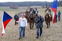 Druhý protestní pochod proti těžbě uranu navštívilo na tři sta rodáků.