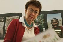 NECHYBĚLA ANI BESEDA S JIŘINOU ŠIKLOVOU. Na jedné z besed si o svých knížkách a názorech na současnou společnost popovídala s návštěvníky i známá socioložka Jiřina Šiklová.