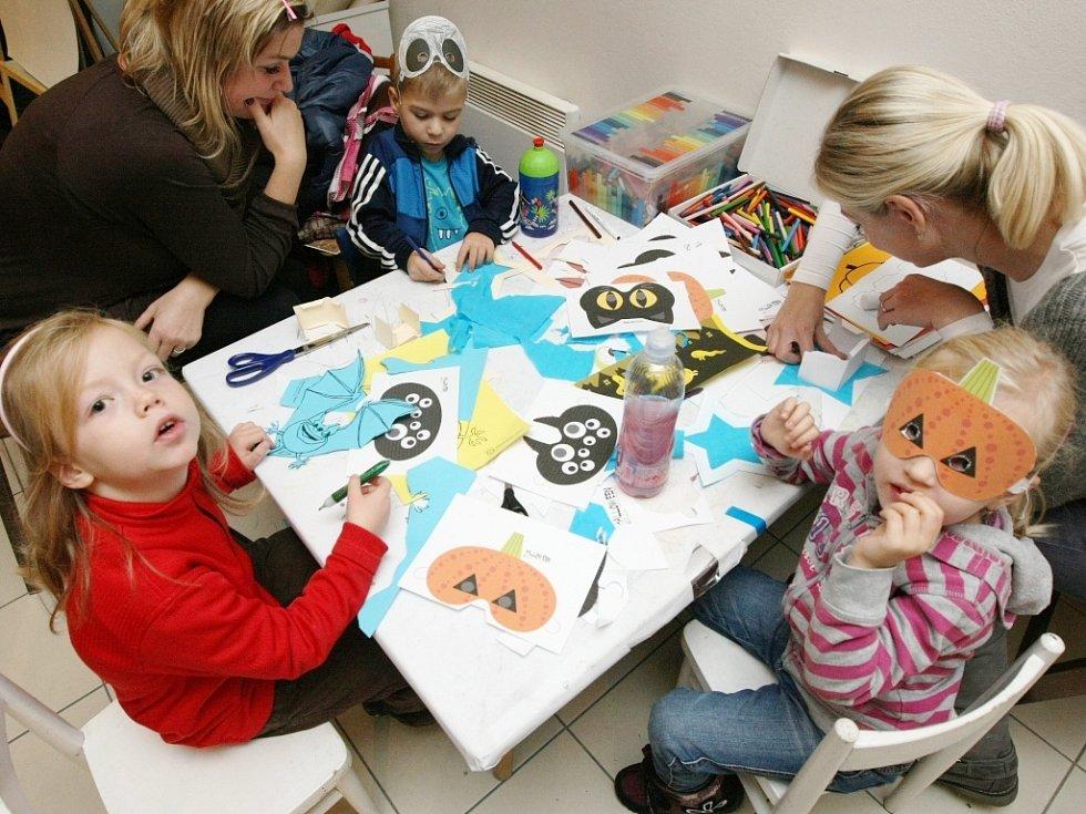 Děti se učily správně dlabat dýně a vyrábět masky