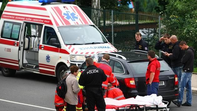 Řidič automobilu srazil na přechodu chlapce.