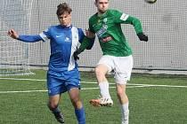 MATĚJ PULKRAB NEDOHRÁL. Liberecký útočník (vlevo) byl v ofenzivě Slovanu dost znát, ale nedal tutovku a po chvíli musel střídat, po náloži od jabloneckých zadáků.