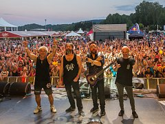 Ve sportovním areálu Vesec v Liberci začal 26. července 26. ročník hudebního festivalu Benátská! Na snímku je kapela Turbo.
