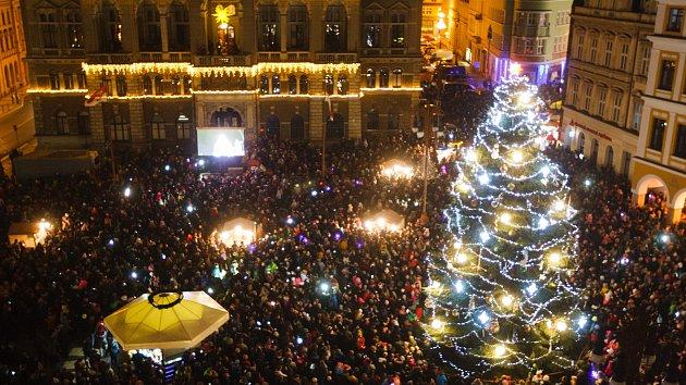 V Liberci již do noci září vánoční strom