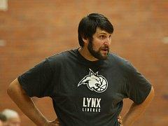 Na snímku je liberecký trenér i občasný hráč Jan Pastýřík