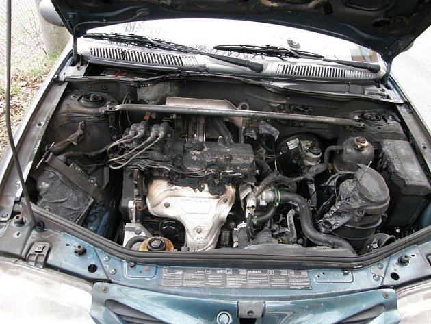 Ve Vesci hořel osobní vůz značky Renault Megane.
