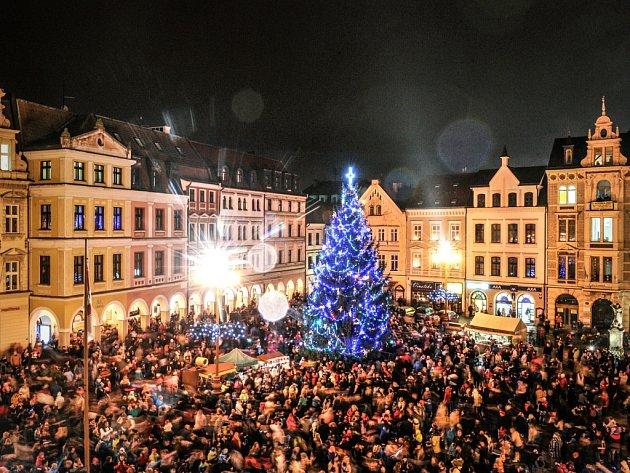 Na druhý pokus vánoční strom v Liberci rozsvítili.