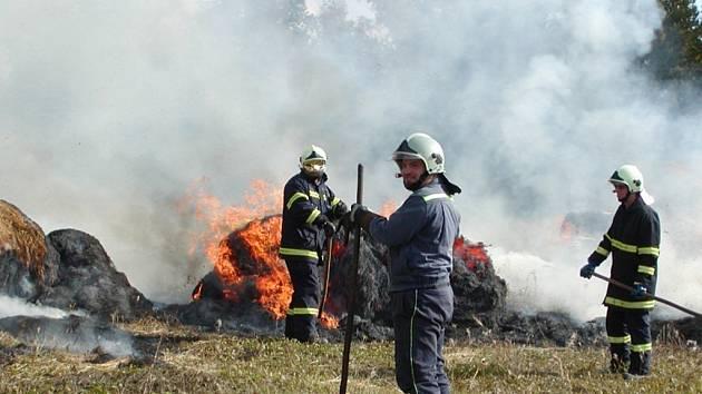Požár slámy v Dolní Libchavě.