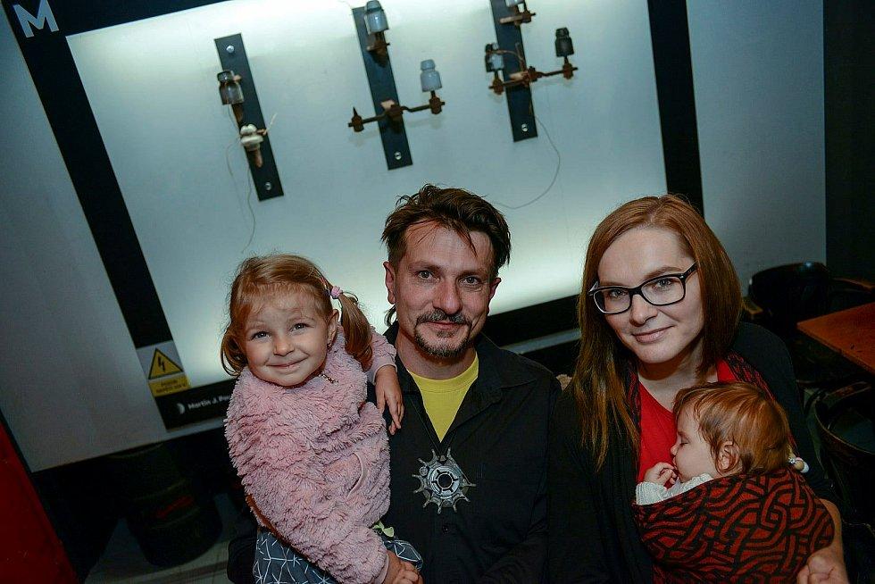 Výtvarník Martin J. Pouzar z Jablonce nad Nisou s rodinou.