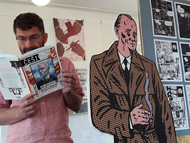 Výstavu mnoha komiksových originálních ipřetištěných komiksových stripů najdete do 29.září vprvním poschodí Knihkupectví Fryč.