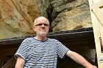 Sloupským kastelánem je Ivan Volman (68) od roku 1977, nájemcem hradu pak od roku 1998. Od roku 1983 zahájil na hradě tradici letních koncertů v skalním kostele.