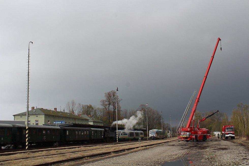 O víkendu 2.-3. listopadu 2019 proběhly na trati z Liberce do Žitavy oslavy 160 let trati. Na snímku doprovodný program ve stanici Hrádek nad Nisou.