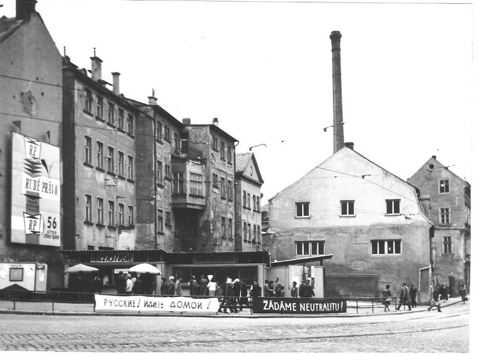 Nároží Soukenného náměstí a Jánské ulice.