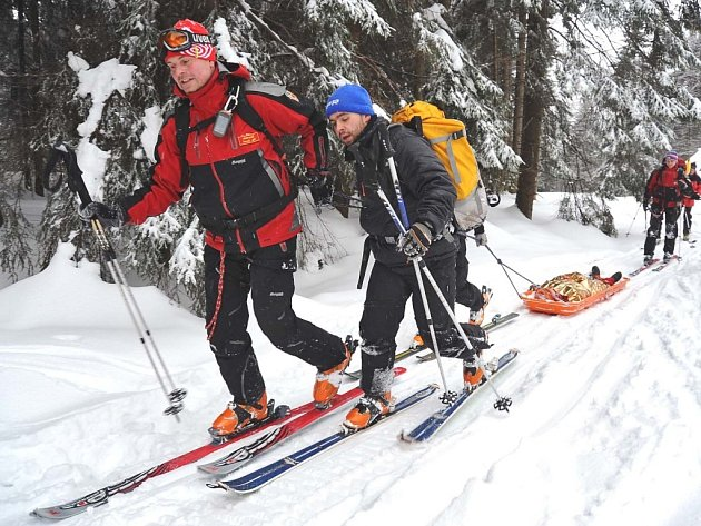 Osm stálých členů Horské služby Jizerské hory se může spolehnout ina pomoc šestačtyřiceti dobrovolníků