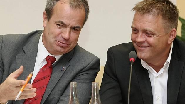 Hejtman Stanislav Eichler a europoslanec Robert Dušek.