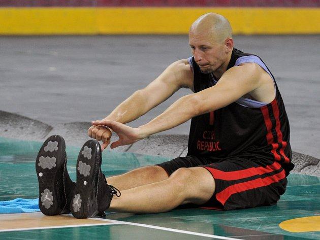 KEMP NA SEVERU. Česká basketbalová reprezentace se připravuje pod koučem Pavlem Budínským v Liberci.
