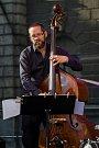 Pablo Held Piano Trio vystoupili se svým koncertem 13. července v rámci hudebního festivalu Bohemia Jazz Fest v Liberci. Na snímku Robert Landfermann.