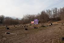Pozemek ve Vesci, na kterém chce město povolit teknoparty.
