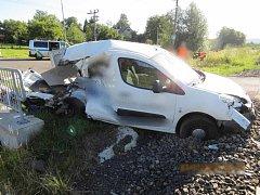 V Doubí se střetlo osobní vozidlo s vlakem.