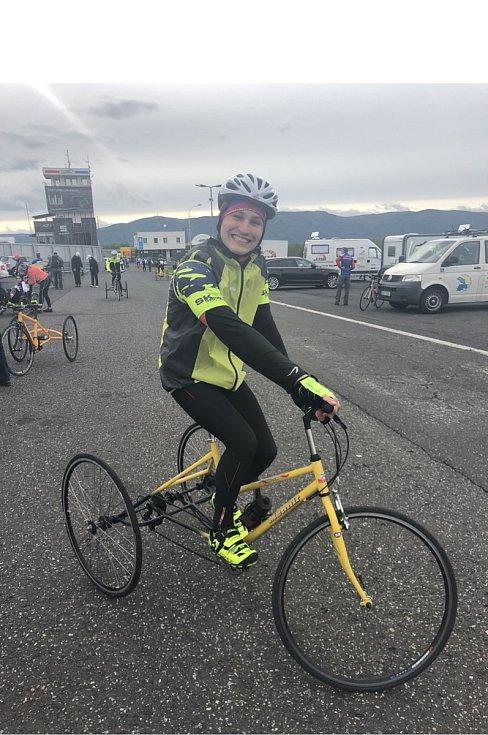 Životní příběh šestnáctiletého Kevina zLiberce se podobá filmu. Prodělal dětskou mozkovou obrnu, začal rehabilitovat, pak nasedl na kolo a stal se mistrem České republiky ve své věkovékategorii paracyklistů.