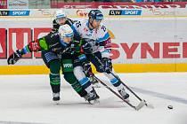 Utkání 20. kola Tipsport extraligy ledního hokeje se odehrálo 18. listopadu v liberecké Home Credit areně. Utkaly se celky Bílí Tygři Liberec a HC Energie Karlovy Vary. Na snímku vpravo Radan Lenc.